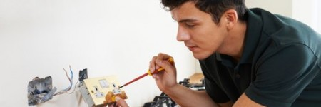 Some electricians just don't get the job done. Find out if your Boca Raton electrician is showing signs that he doesn't know what hes doing.